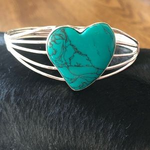 Jewelry - Natural Turquoise stone in a silver wire art cuff